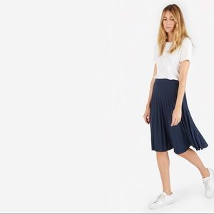 Everlane Pleated midi skirt in Navy